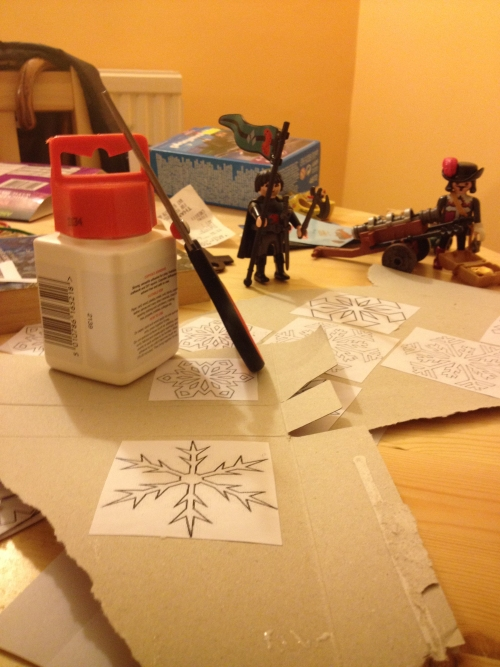 2013-12-24-afternoon-uk-home-making-christmas-tree-decorations